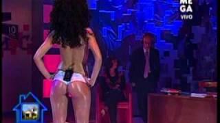 Repeat youtube video Yhendelin Nuñez en topless con che copete