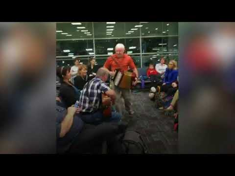 News Update Canada flight delay turns into mass singalong 22/11/17