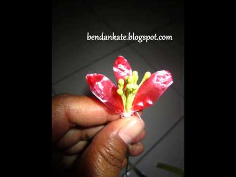 Kreasi bunga dari tali rafia