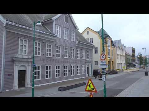 Kreuzfahrt zum Nordkap (7) mit  Mein Schiff 1: Busfahrt durch Tromsø 344 km nördl. des Polarkreises.