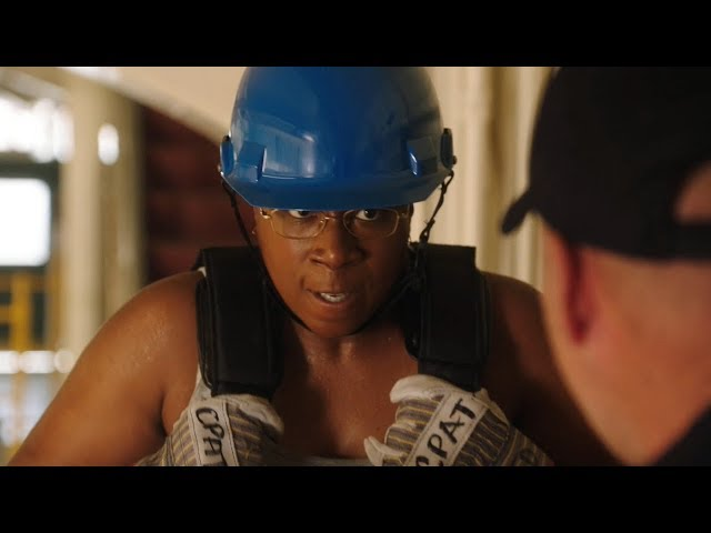 【911】黑人女消防员不听上司话,却救了一个人,下场会是……《紧急呼救S2-09》