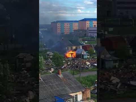 Заброшенный дом горит в Поронайске