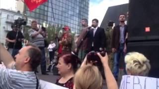 Митинг в Донецке(Автор видео - Георгий Александров. В Донецке прошёл многотысячный митинг под лозунгом «Донбасс - это Россия..., 2014-06-01T06:16:03.000Z)