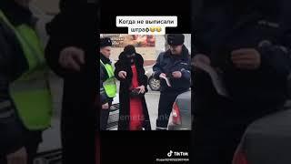 Мужик в Оренбурге танцует под ментом