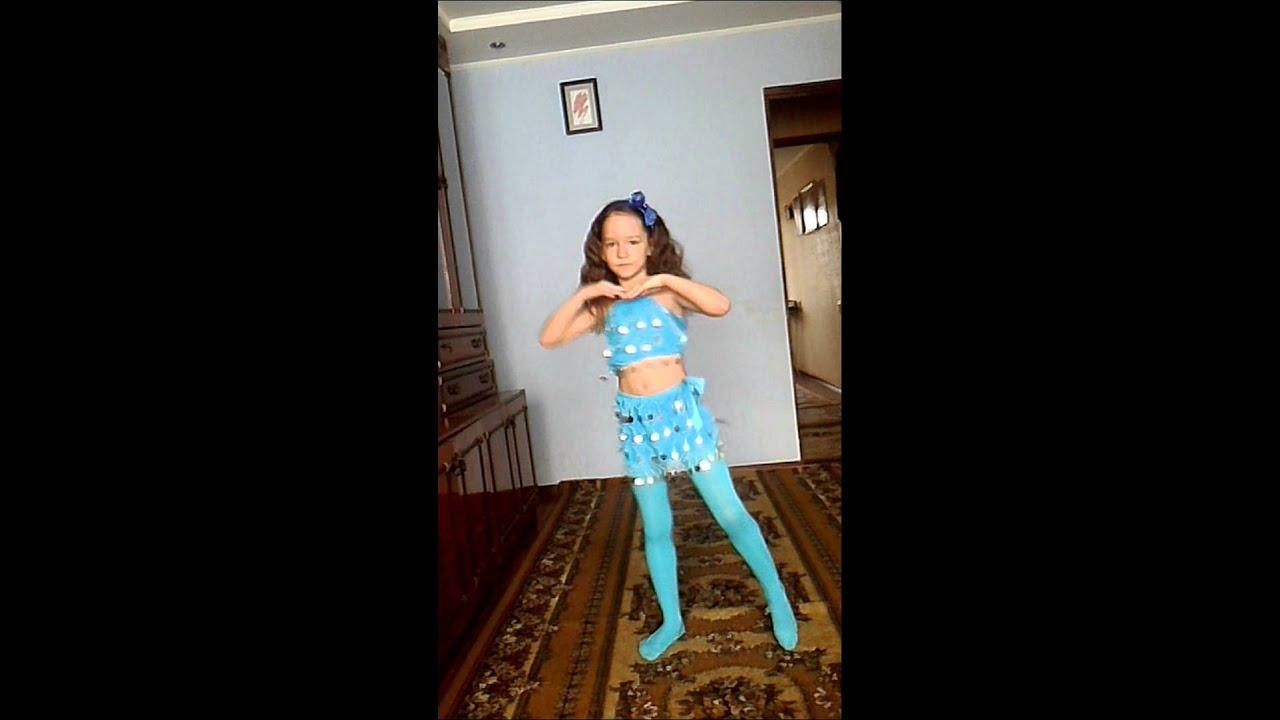Девочка танцует джими джими