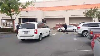 Home Depot Parking Lot Fight(, 2016-04-10T01:16:03.000Z)