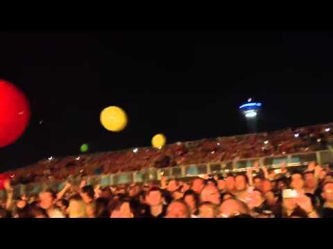 Coldplay Abu Dhabi New Years Eve Yellow