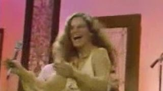 CAROLE KING (Live) - I Feel The Earth Move