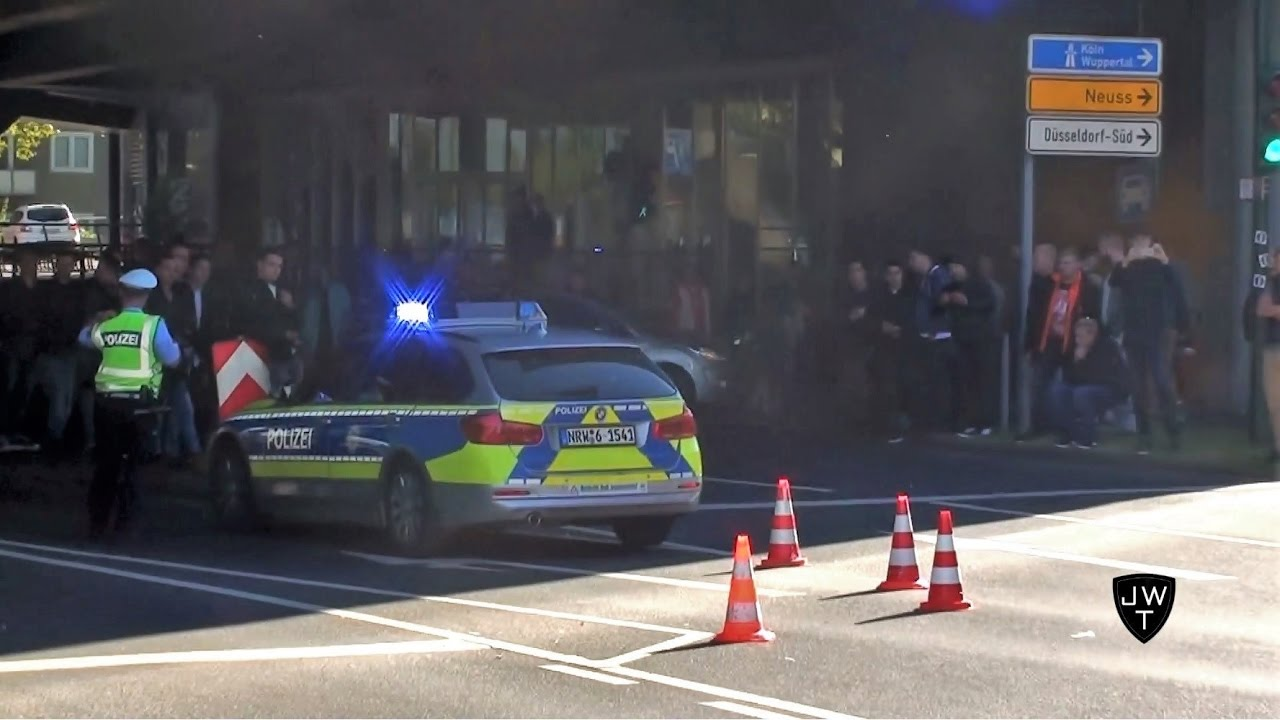 POLICE SHUTS DOWN TUNNEL BECAUSE OF CRAZY CROWD AND SUPERCARS!