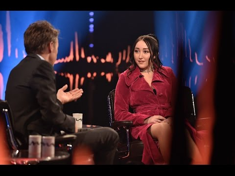 "Interview with Noah Cyrus ""Miley teached me to not read comments ever"" 