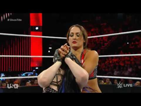 WWE Raw: Nikki Bella vs Paige Divas Championship Match