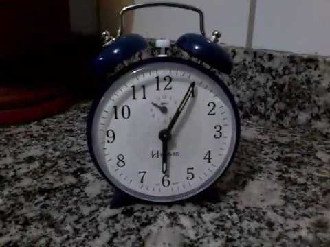 0b319f8c206 Relógio despertador antigo a corda Herweg demostração - YouTube