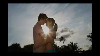 Парочка занималась сексом на общественном пляже (видео)