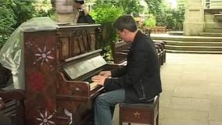 DnK Piano Dash Across London 7 Jul 09