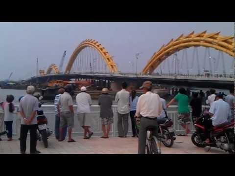 Cầu Rồng Sông Hàn Đà Nẵng trước ngày khánh thành.