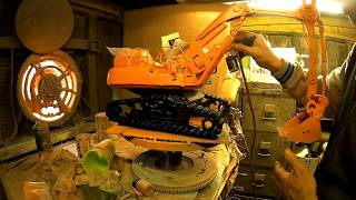 TIME-LAPSE WELDING RECYCLED SCRAP METAL DOOSAN EXCAVATOR DIGGER SCULPTURE BUILD