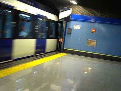 Metro de madrid 9400 entrando en colonia jardin youtube for Metro ligero colonia jardin