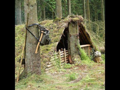 Строительство укрытия в лесу. инструменты.