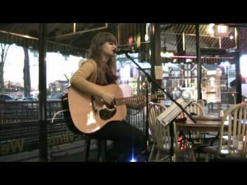 """Kelly Jarrard Covers """"Sunday Morning"""" by Maroon 5"""