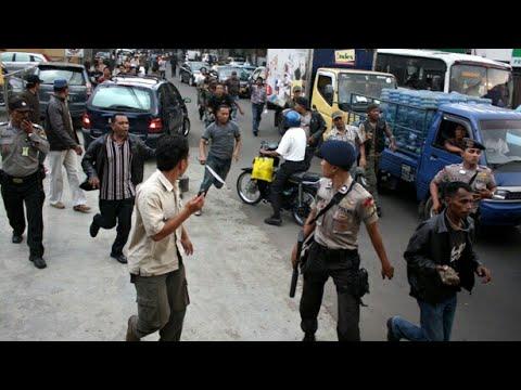 Download Preman ini menantang polisi, lihat nasib selanjutnya