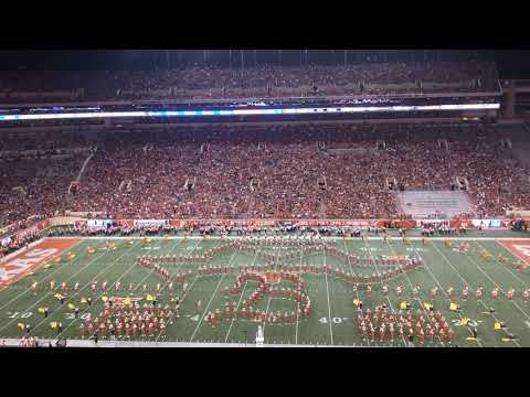 Carson - University of Texas' Marching Band Pay Tribute to Beyonce & Kacey Musgraves