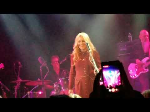 Lee Ann Womack sings 'I Hope You Dance' at the Troubadour on 11-01-2017.
