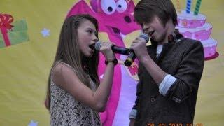 Почему на сцене Даня и Кристи держаться за руки? || Why on stage Danya&Kristy hold hands?