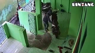 (CCTV) Waspadalah cuma 1 menit motor hilang!!!