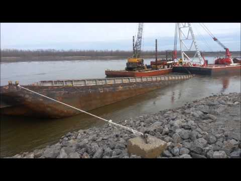 Barge wreck at the foot of Broadway in Cape Girardeau, Mo. 04-2013_2