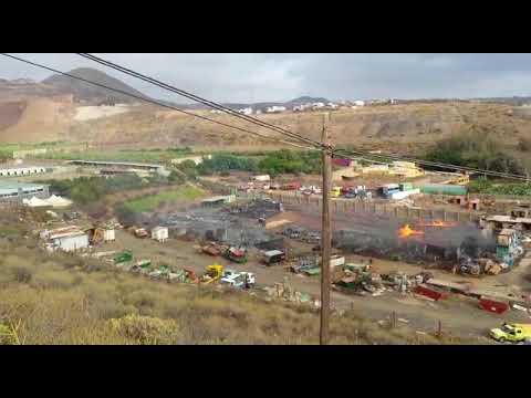 Incendio de un solar industrial en Maipez, en Telde