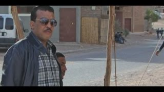 Repeat youtube video Film marocain Aziz dadas Mehdi  عزيز داداس فيلم قصيرخطیر العرب الرشوة