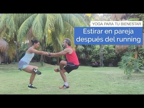 Yoga para deportistas: estirar en pareja después del running (5 min)