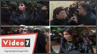 نبيلة عبيد وفيفى عبده ونجوى فؤاد وتامر حبيب فى عزاء شقيقة رجاء الجداوى