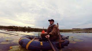 Рыбалка с лодки на карася Нашел крупняк карась в траве