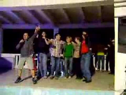 Ucitelji pjevaju karaoke