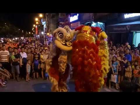 NTN đi múa lân sư rồng ban đêm (chinese lion dance)