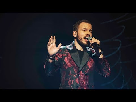 Kevin Klein sjunger Love me like you do i Idol 2017 -  Idol Sverige (TV4)