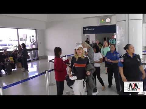 suki waterhouse talks about airport fashion while departing at lax airport in los angeles mp4 HD mp4