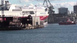 Wodowanie Bergensfjord z przygodami   Emergency anchor dropping during ship launchingship launch)