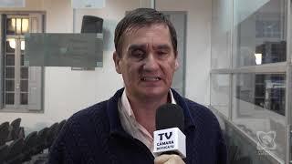 Carlos Trigo reivindica calçada, nivelamento de via e limpeza de terreno