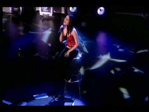 The Corrs - Runaway LIVE In London 2001