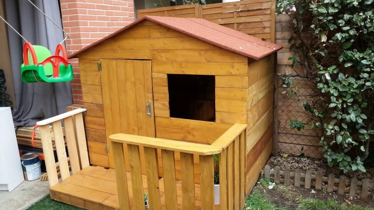 construction cabane en bois de palette wooden housse
