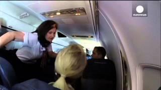 Effrayant: Une fissure apparait dans un avion en plein vol - vidéo amateur