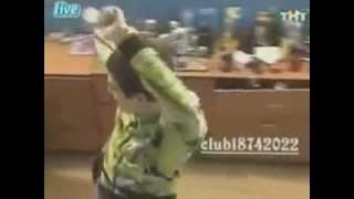 венц танцует