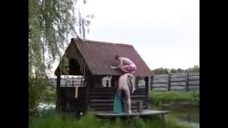 Прикол помог забраться на крышу