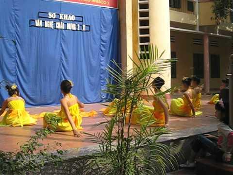 múa Lung Linh Mai Vàng . lớp 11A3. trường THPT Hoài Đức A