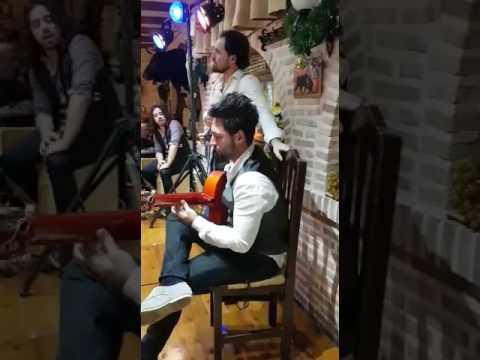 Alberto Fuentes (solo de guitarra)