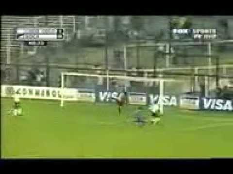 Claudio Bravo (Colo-Colo) vs Boca Juniors, Copa Libertadores - ida y vuelta.
