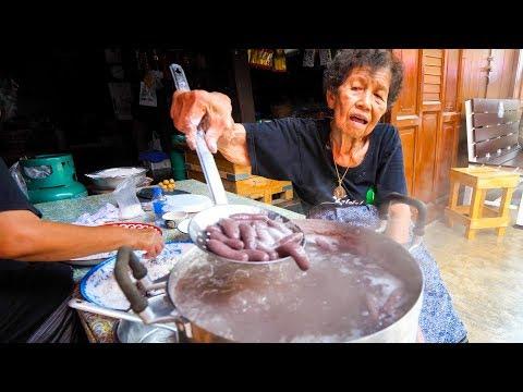 Thai Street Food – GRANDMA'S CRAZY SNACK in Chanthaburi, Thailand!