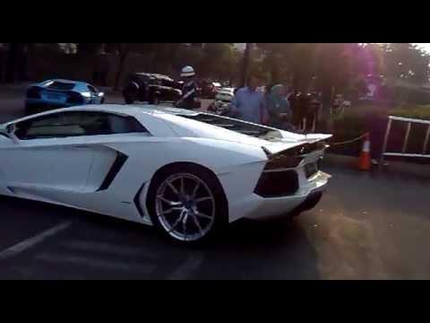 2 Lamborghini Aventador di South Lobby Plaza Indonesia